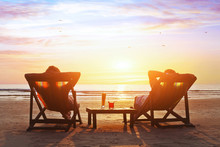 Fotobehang - happy couple enjoy luxury sunset on the beach during summer vacations